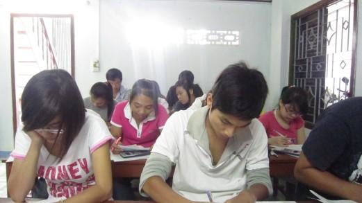 Một lớp LTQG  tại trung tâm Đồng Tiến