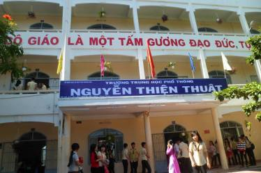 Trường THPT Nguyễn Thiện Thuật Nha Trang có một mùa thi ĐH thành công với nhiều học sinh đạt điểm cao