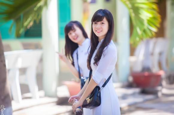 nữ sinh Nha Trang xinh xắn  với tà áo dài